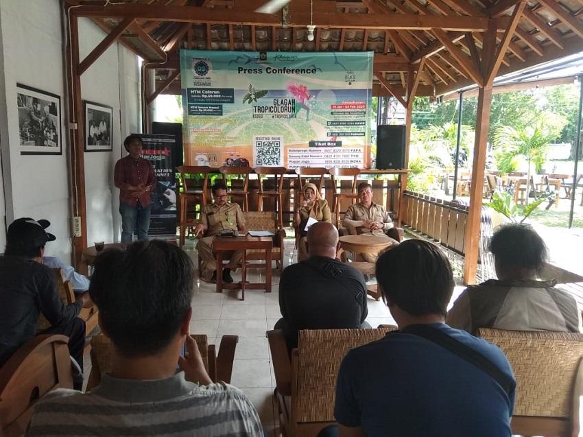 Konferensi Pers Glagah Tropicolorun 2020
